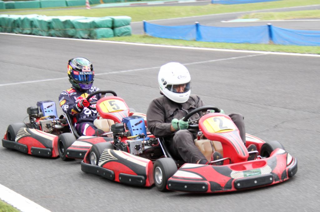 フェスティカサーキット栃木で開催されたGreenBrave耐久の決勝中のバトルシーン。