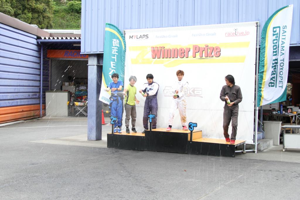 フェスティカサーキット栃木で開催されたGreenBrave耐久の表彰式