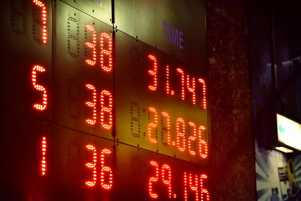 レンタルカートのサーキットでよく使用されている電光掲示板にはタイムが表示される。