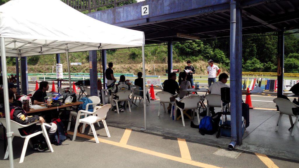 フェスティカサーキット栃木で開催されたFECのレース前の参加者の雰囲気。