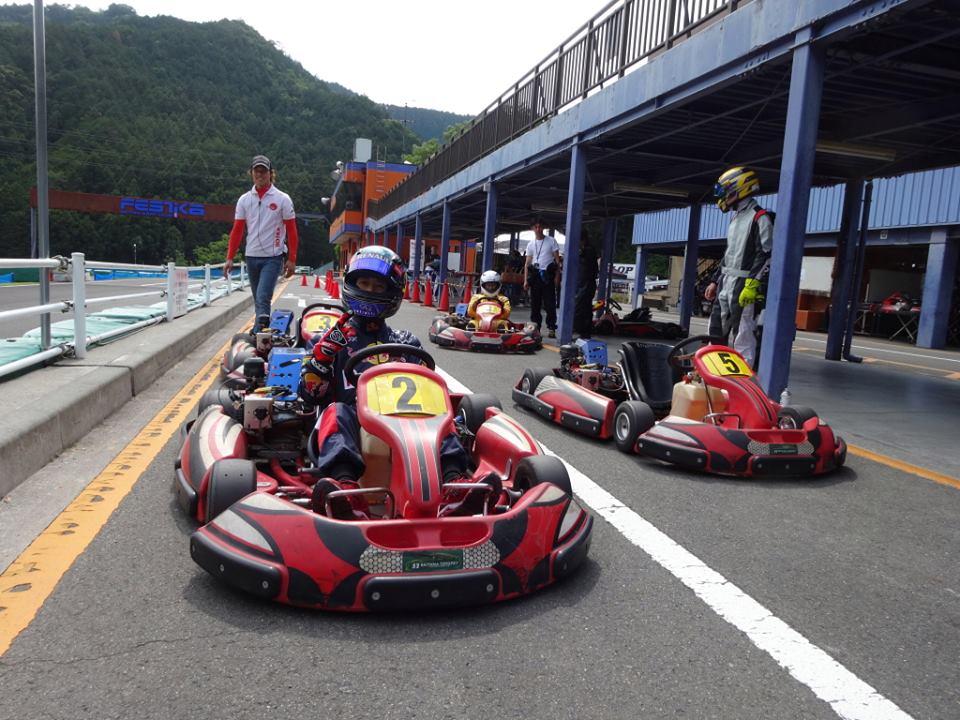 フェスティカサーキット栃木で開催されたFECの予選アタック前。