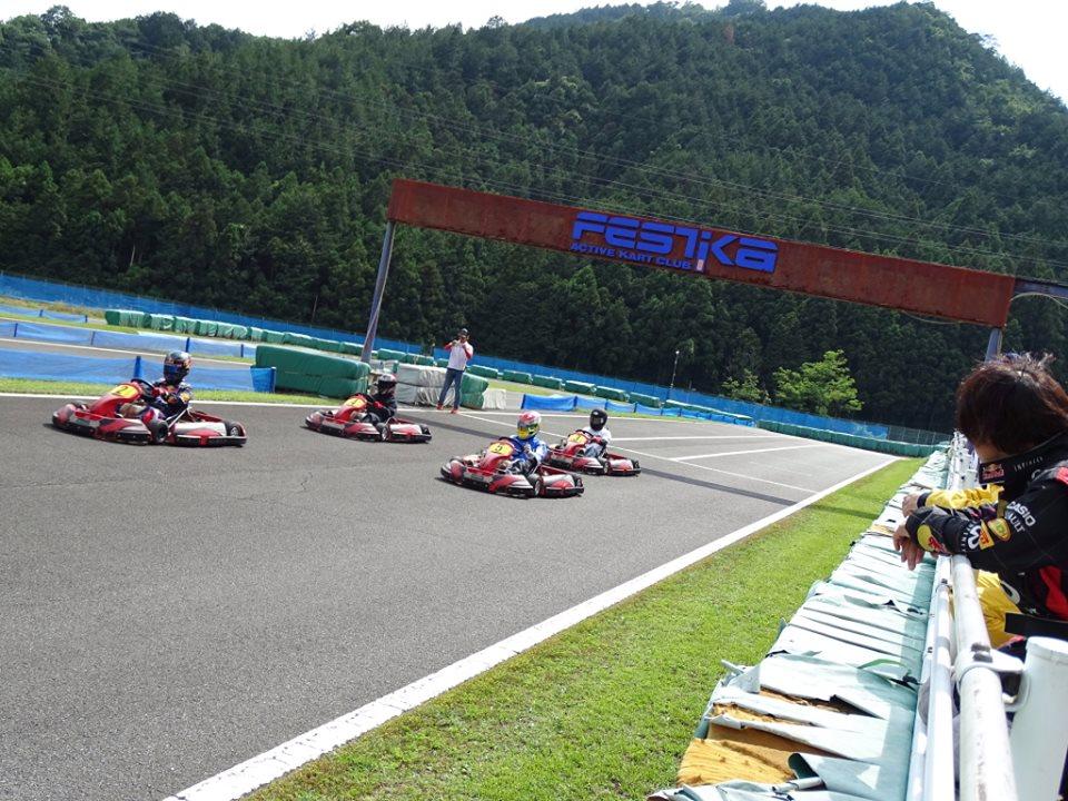 フェスティカサーキット栃木で開催されたFECの4台でのローリングスタート!