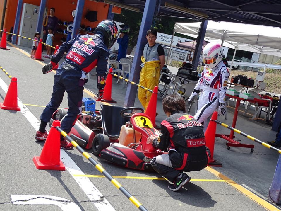 フェスティカサーキット栃木で開催されたFECの決勝ドライバー交代