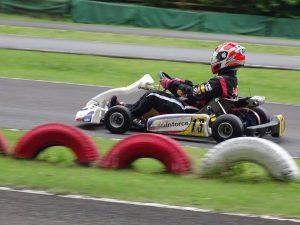 大井松田レンタルフェスタのファミ耐シリーズの練習走行で走る雨が得意なチームメイト
