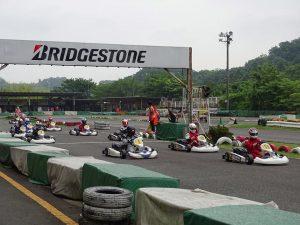 大井松田レンタルフェスタのファミ耐シリーズの決勝レースのスタート直後