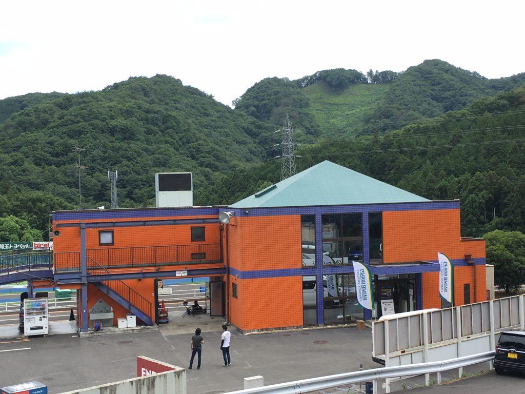 フェスティカサーキット栃木のウェルカムクラブハウスは綺麗な施設で更衣室・シャワールームも完備!