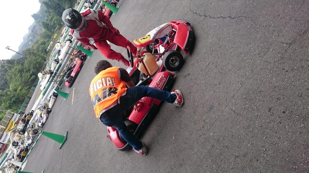 大井松田レンタルフェスタの決勝レース中の焦らず素早す行うドライバー交代。