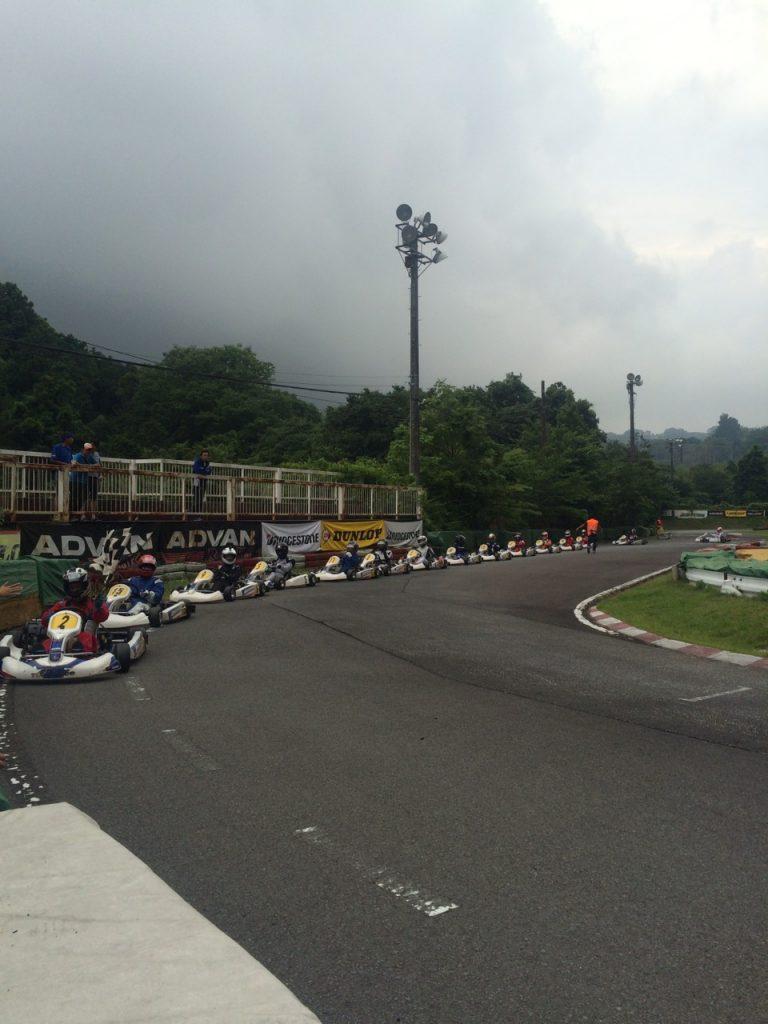 大井松田レンタルフェスタのファミ耐シリーズの決勝レース終了後はパレードラップ