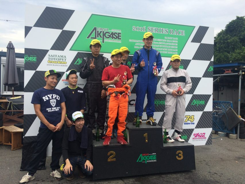 サーキット秋ヶ瀬で開催されたGreenBrave耐久レースの表彰式