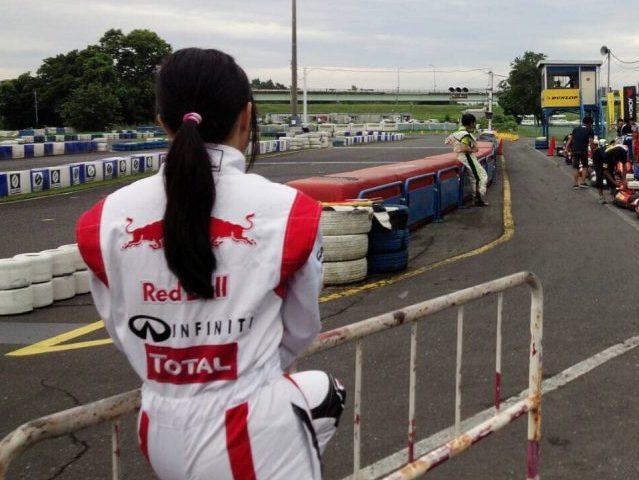 サーキット秋ヶ瀬で開催されたGreenBrave耐久の決勝の走行前で緊張しているうさぎ選手。