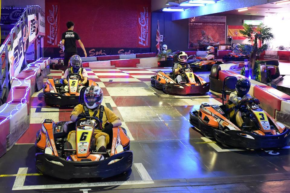 ハーバーサーキットにて行われたKe-CUPの決勝レーススタート前