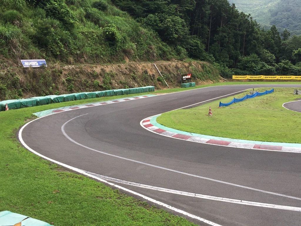 フェスティカサーキット栃木の第1コーナー