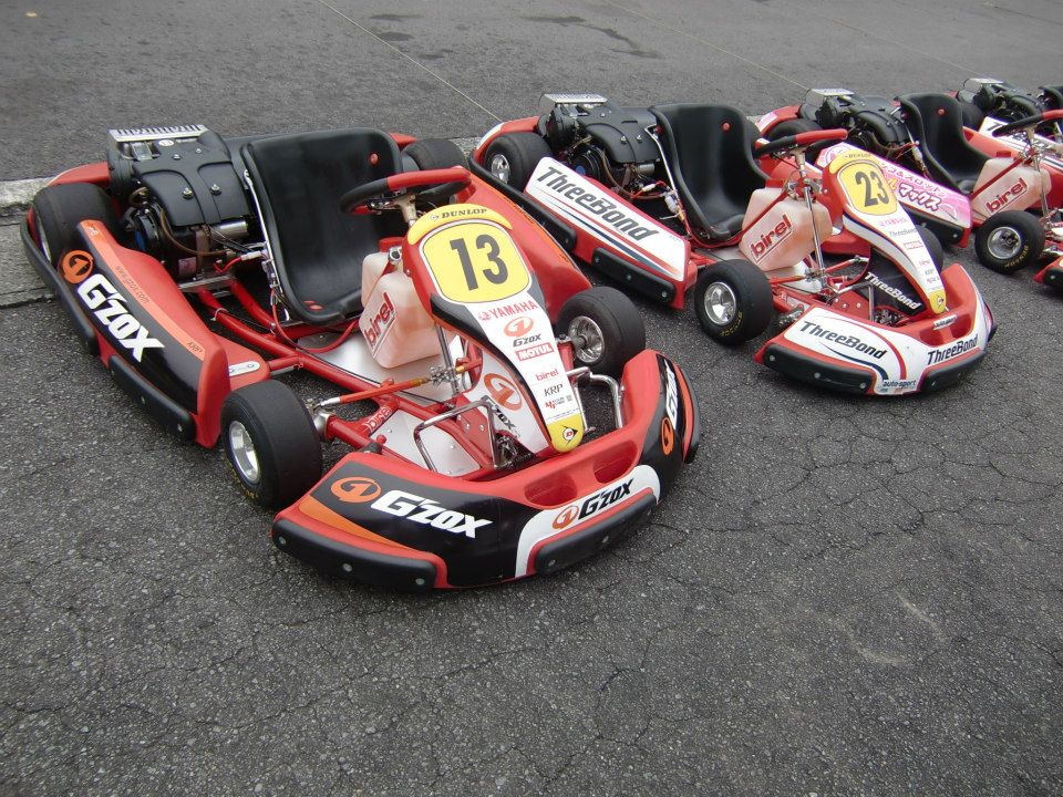 一般的なゴーカートは右側にエンジンが搭載されている。