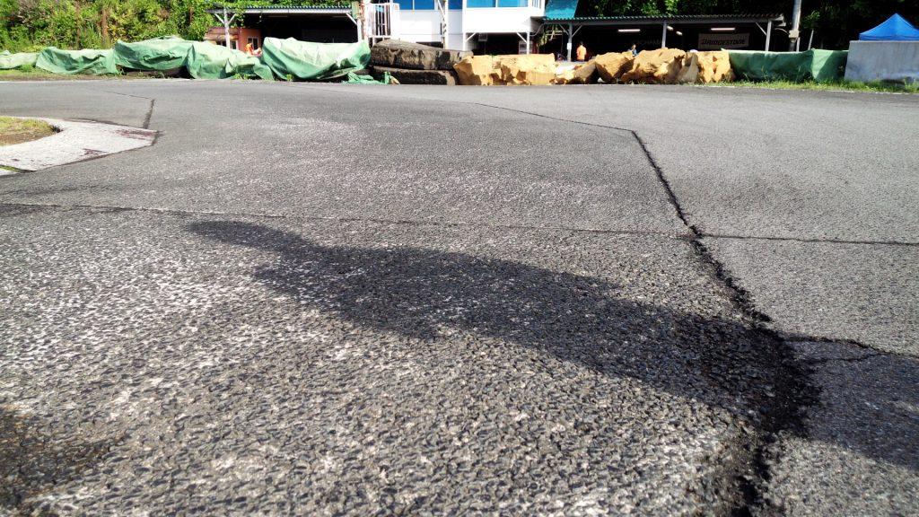 大井松田カートランドの路面の様子
