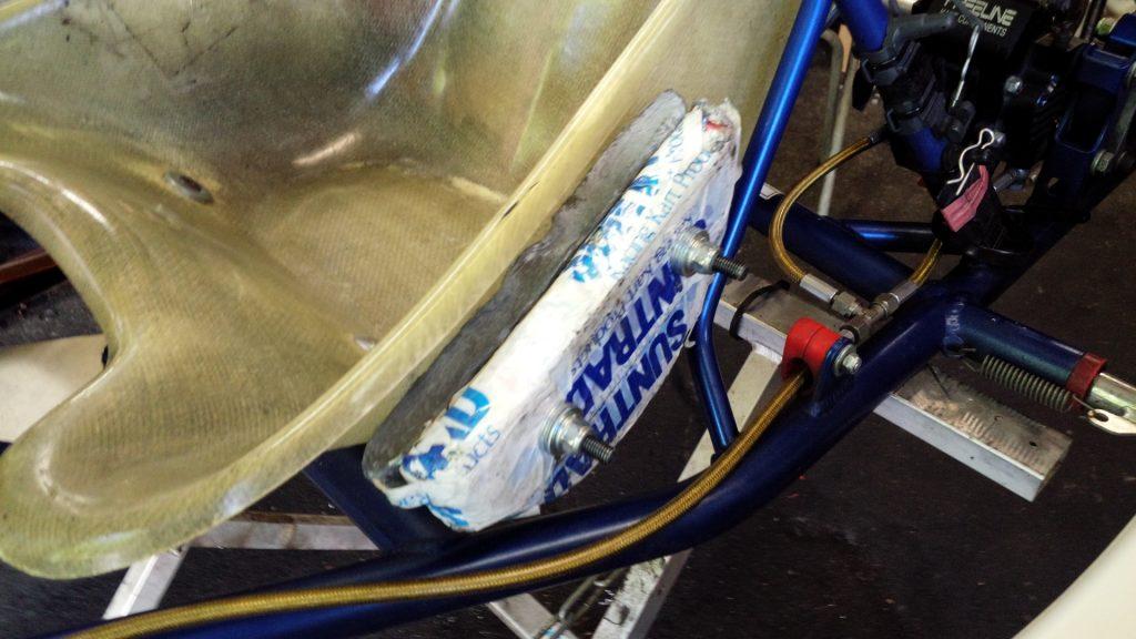 大井松田チャレンジカップのT4クラスの車両に搭載されたウェイト