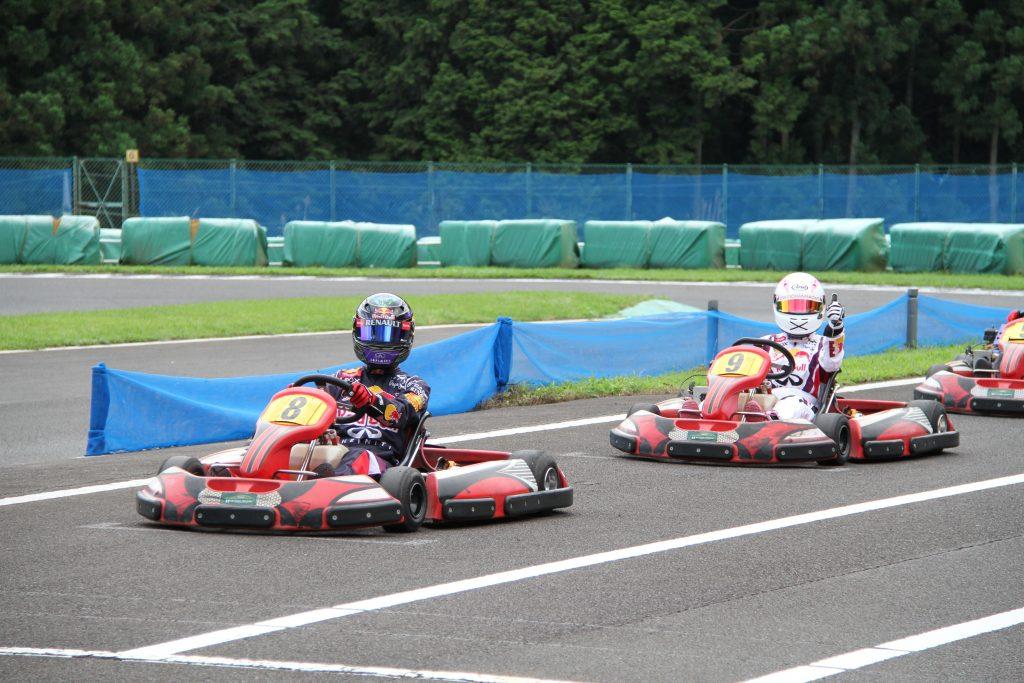 フェスティカサーキット栃木で開催されたGreenBrave耐久の決勝レーススタート前のうさぎちゃんレーシングの二人