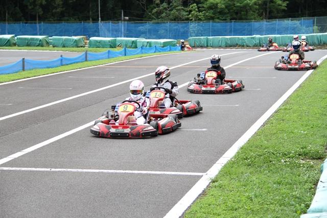 フェスティカサーキット栃木で開催されたGreenBrave耐久の決勝レースにて必至で2位を守るうさぎちゃん