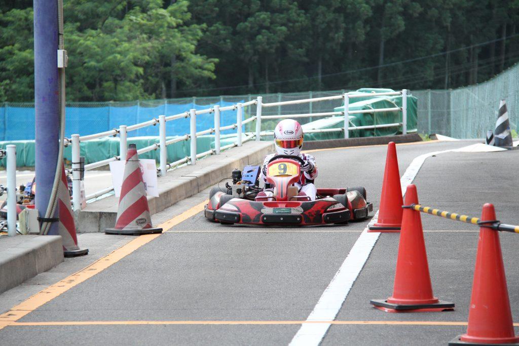 フェスティカサーキット栃木で開催されたGreenBrave耐久ではピットでは一時停止する