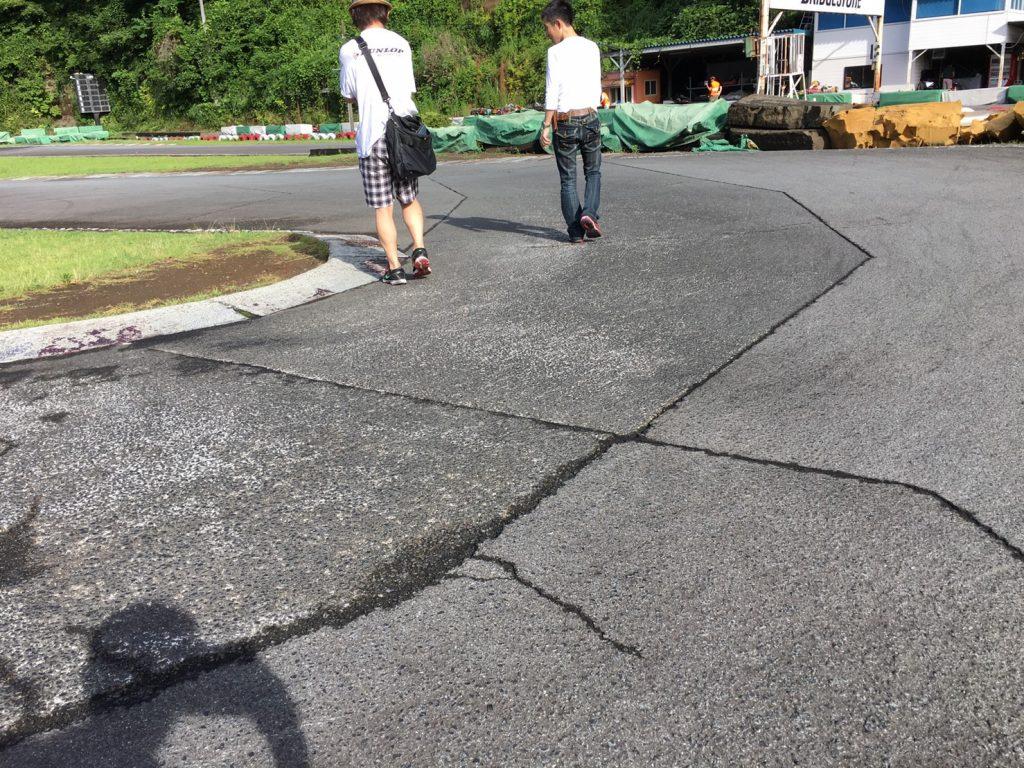 大井松田チャレンジカップのレース前にコースを確認している様子