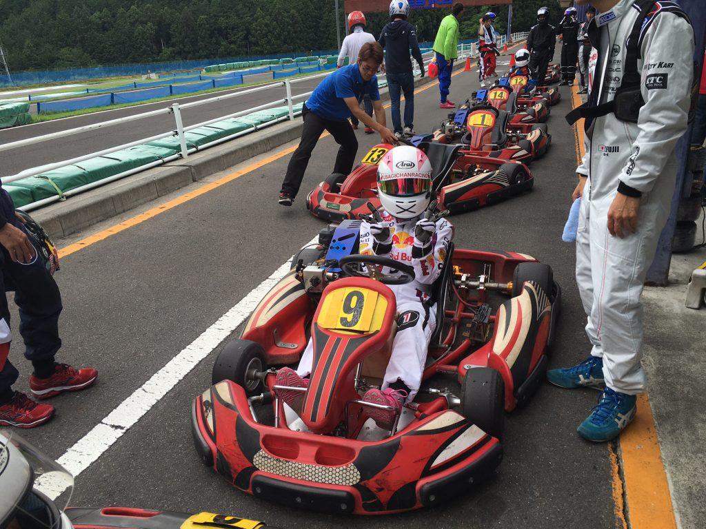 フェスティカサーキット栃木で開催されたGreenBrave耐久の予選で快心のアタック出を決めたうさぎちゃん