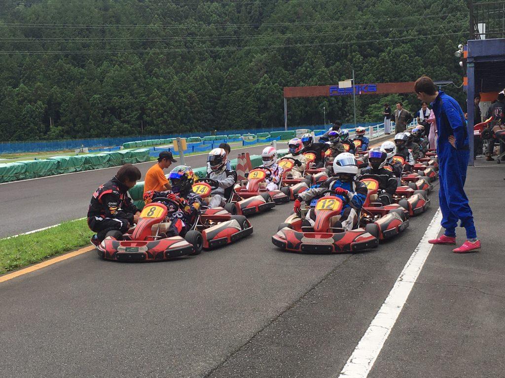フェスティカサーキット栃木で開催されたGreenBrave耐久の決勝レースに向けてマシンに乗り込む参加者