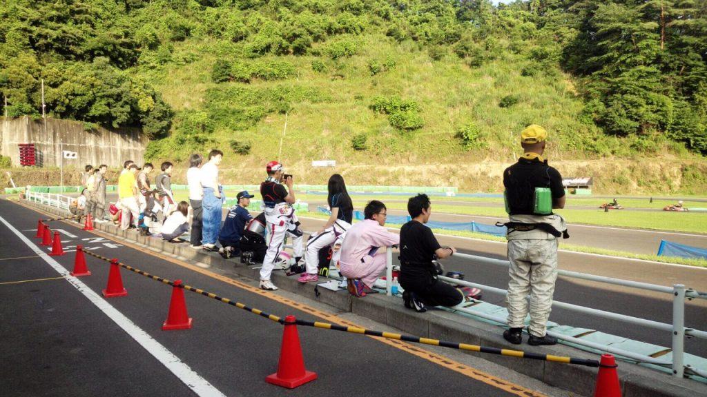 フェスティカサーキット栃木で開催されたGreenBrave耐久の決勝レース中のピットの様子