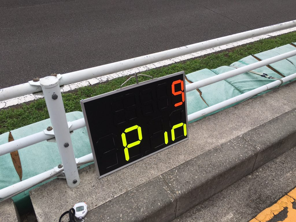決勝レースで使用する自作のサインボード