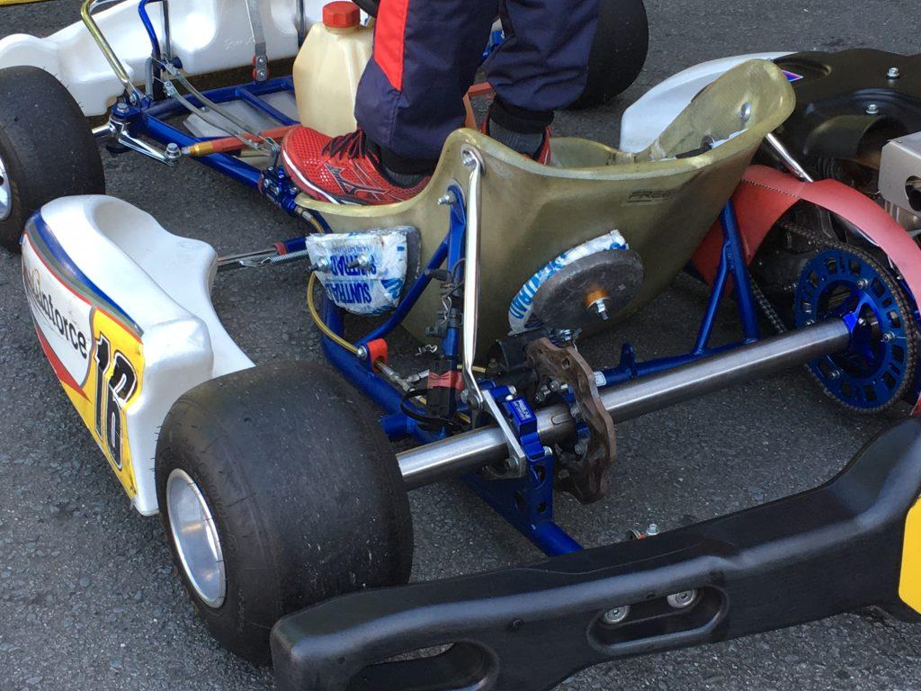 大井松田チャレンジカップの重りを積んだT4クラスの車両
