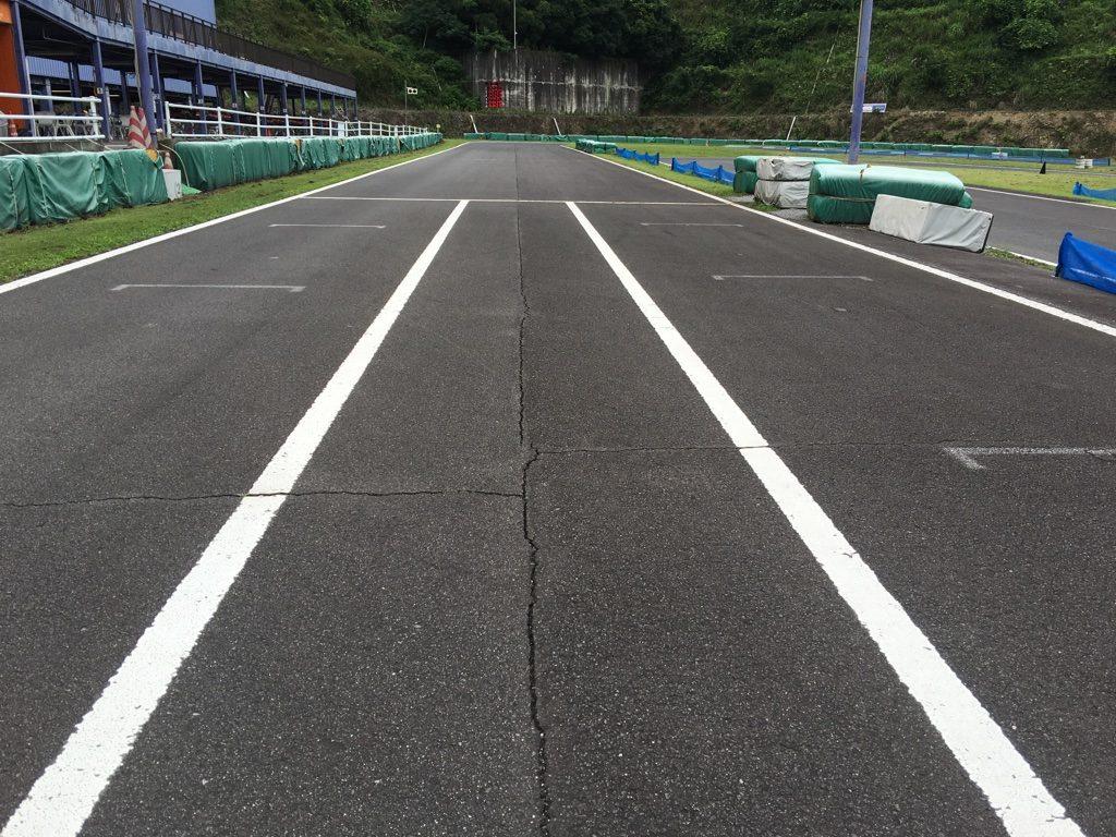 フェスティカサーキット栃木のホームストレート