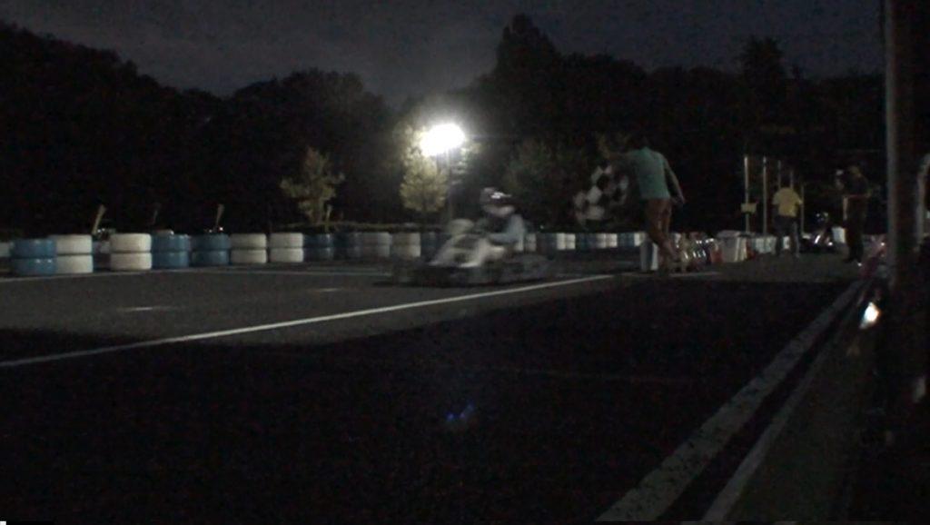 本庄サーキット杯60分耐久の決勝レースのチェッカーシーン