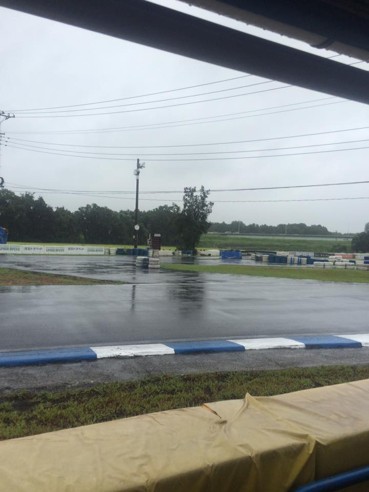 サーキット秋ヶ瀬のGreenBrave耐久のスタート前から雨