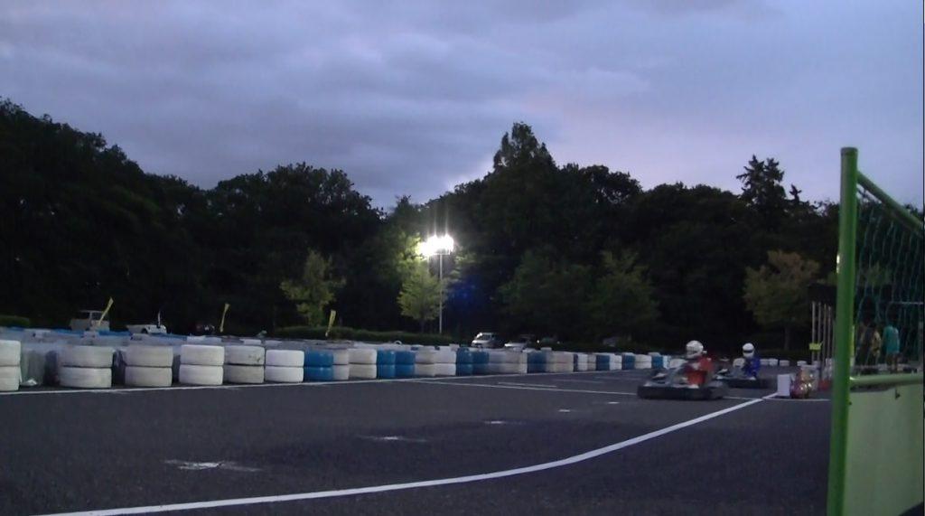 本庄サーキット杯60分耐久の決勝レースの2位争い