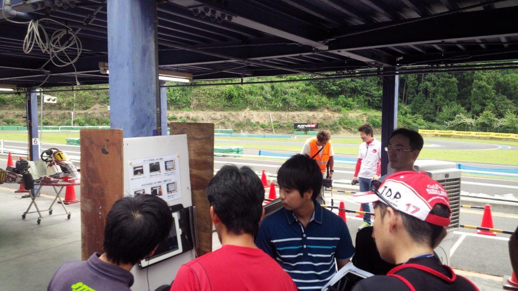 フェスティカ栃木FECにてドライバー交代の講習の様子