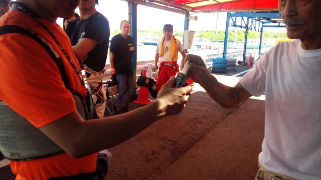 サリサリカリー杯の決勝レースのチーム組み分けのためのくじ引き