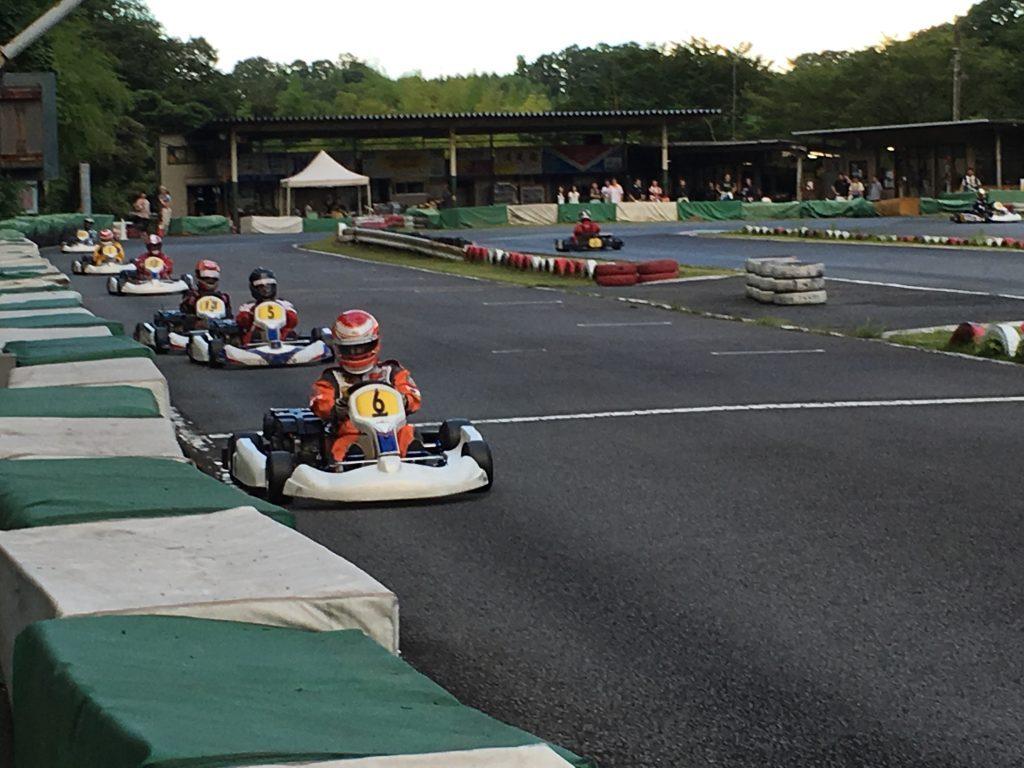 大井松田レンタルフェスタの決勝レース中の様子