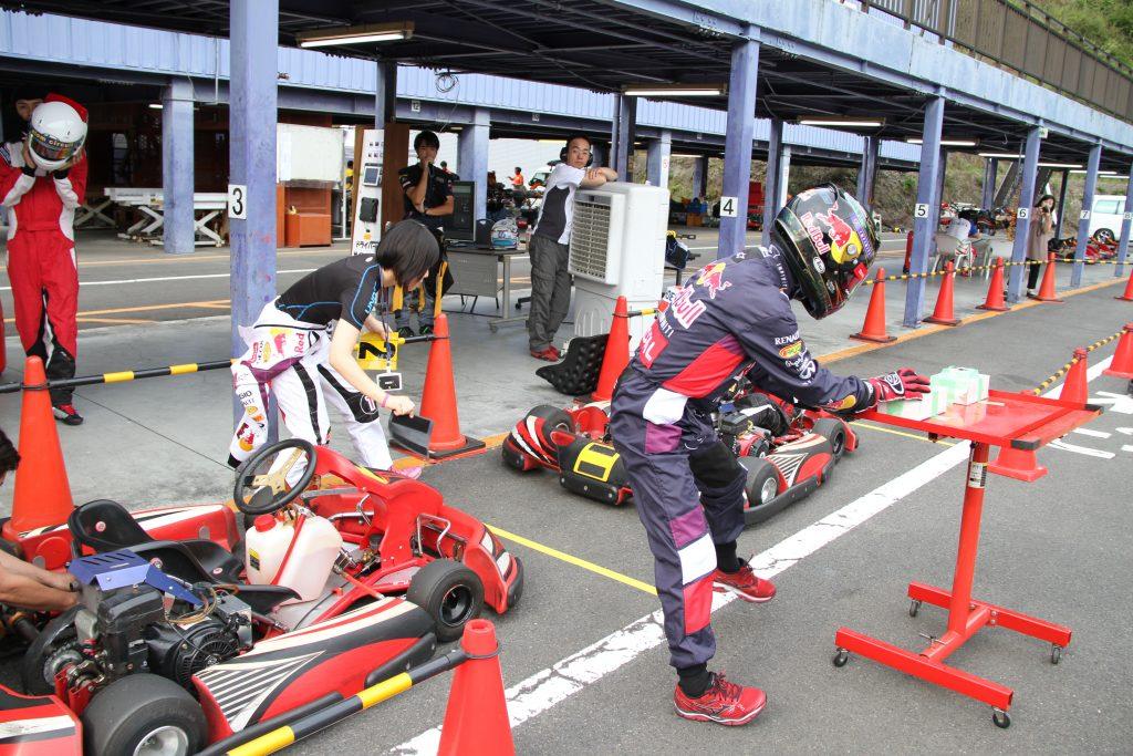 フェスティカサーキット栃木にて開催されたFECの決勝ドライバー交代