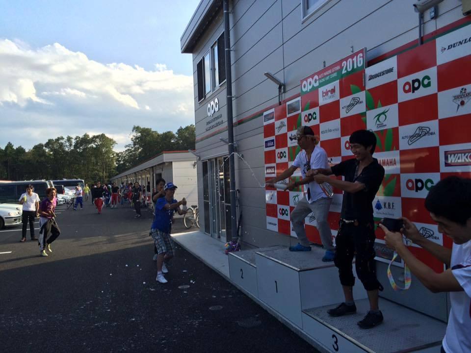 RAC Challenge CUPのシャンパンファイト