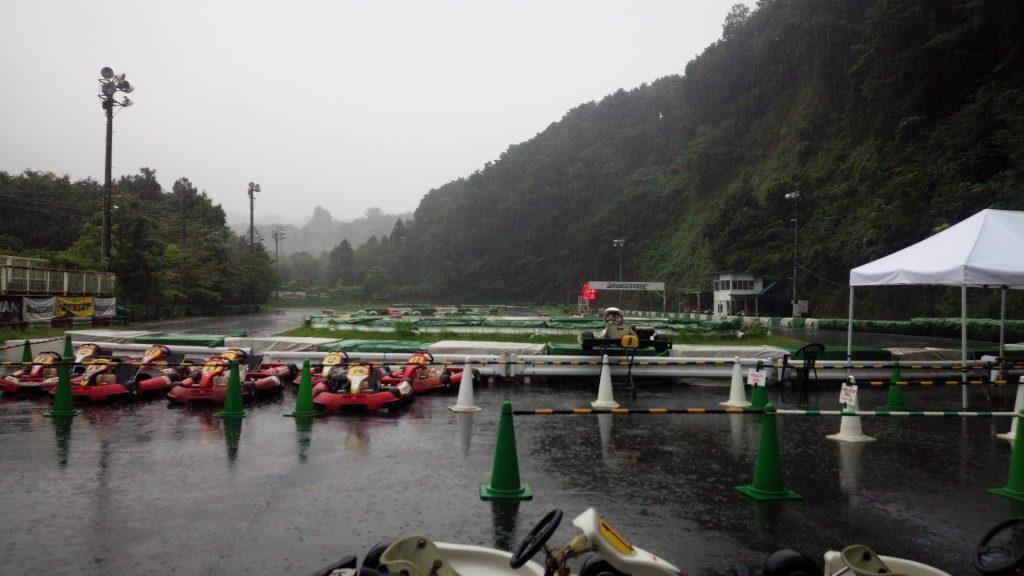 大井松田レンタルフェスタRd.5土砂降りのパドック