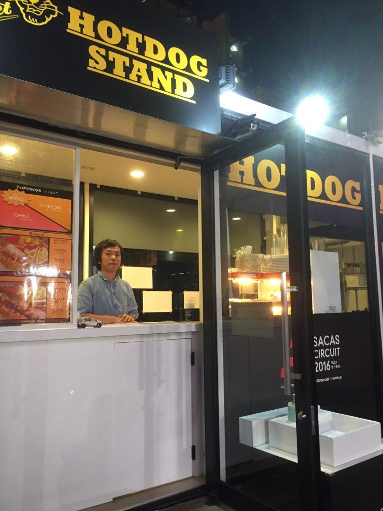 赤坂サカスのホットドッグスタンド