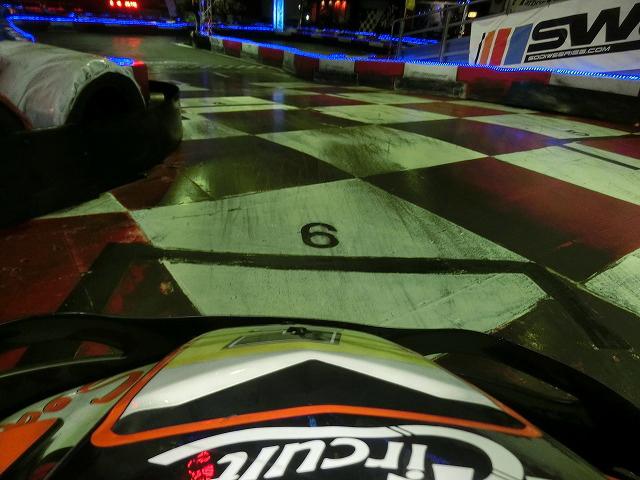 ハーバーサーキットの最終コーナーからの立ち上がりは6番グリッドを目指す