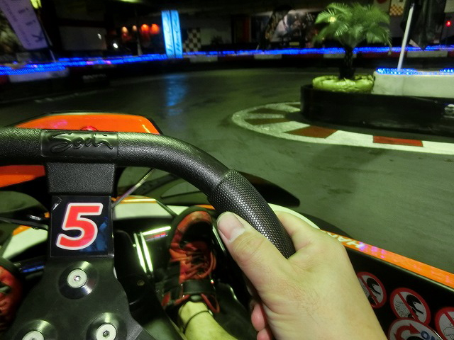 ハーバーサーキットの1コーナーの進入
