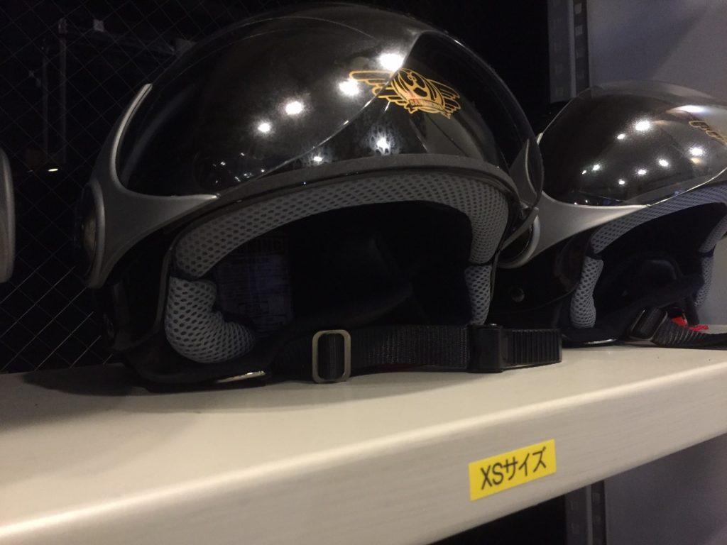 赤坂サカスのサカスサーキットの貸出し用のヘルメット