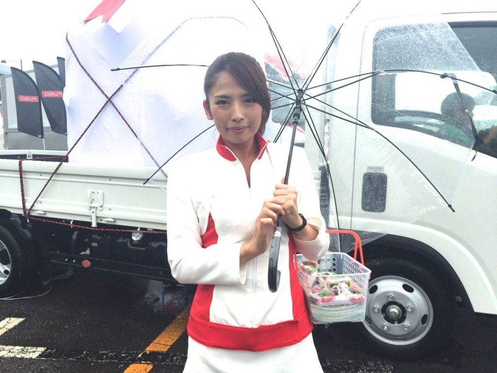 東京モーターフェス2016のいすずブースコンパニオン