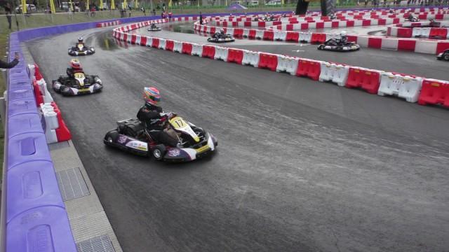 レース後半は路面の状況も半乾きに